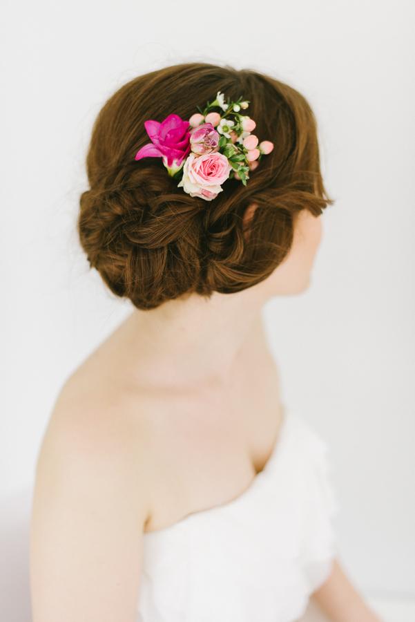 Frisch Fake Oder Getrocknet Brautfrisuren Mit Frischen Blumen